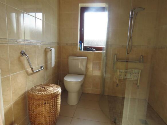 Shower Room 4.JPG