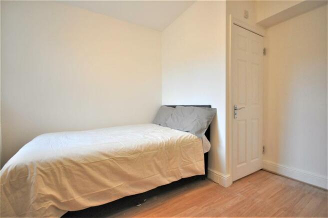 Brixton Road 27 room 1 02.JPG