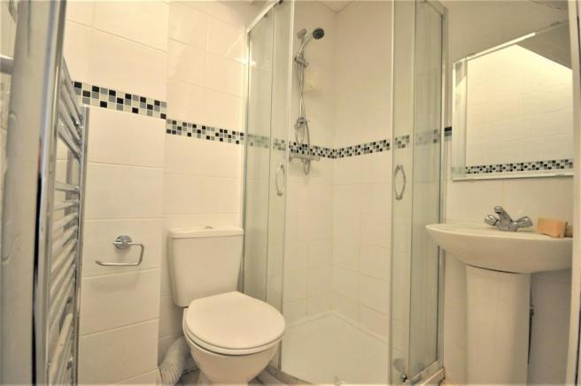 Brixton Road 27 room 1 ensuite 01.JPG