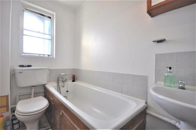 Southwold Road 74b bathroom 01.JPG