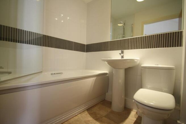 FamilyBathroom-3bedhouse-KerStreet-Plymouth