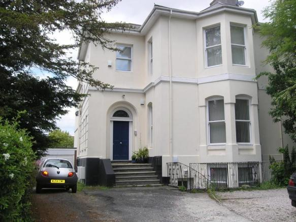 Exterior-2-bed-flat-MannameadRoad-Plymouth