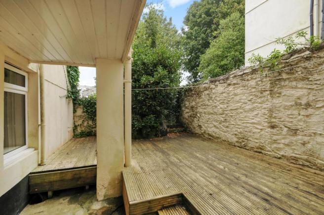 Courtyard-2-bed-flat-MannameadRoad-Plymouth