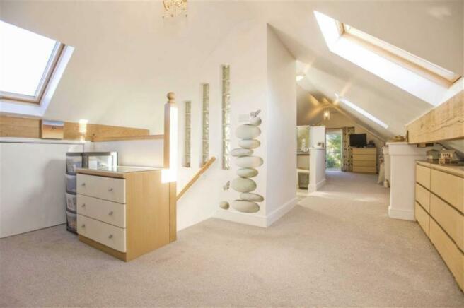 Open plan Master Bedroom Suite (incl. En suite)