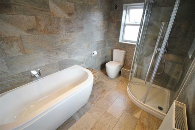 Bathroom Further Image
