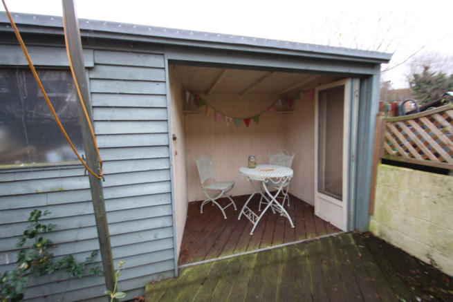 very glam shed