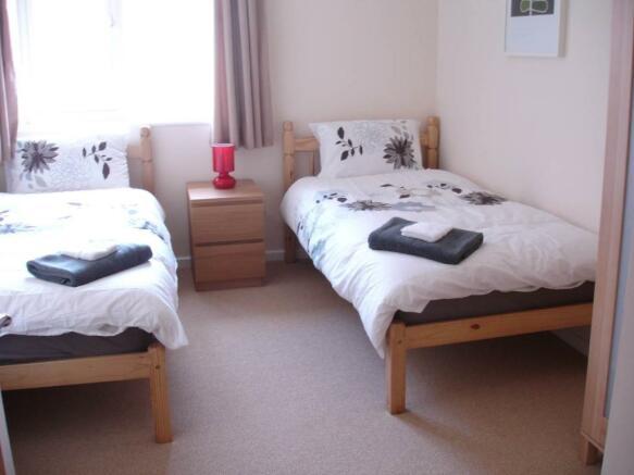 013 second bedroom