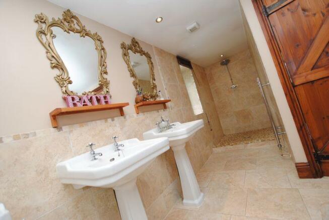 Twin washbasins