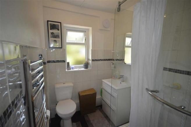 Shower room/WC: