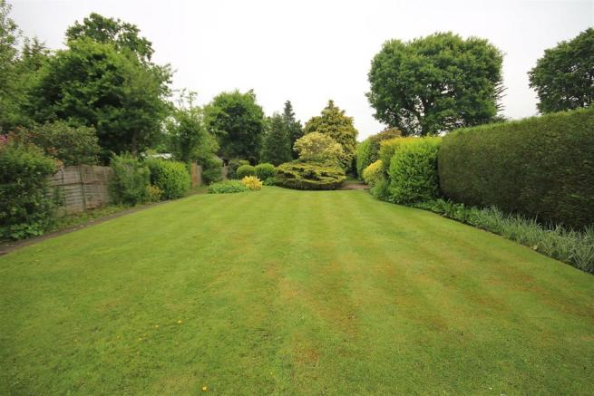 LANDSCAPED REAR GARDEN: PIC. 1
