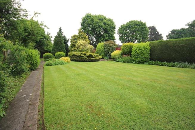 LANDSCAPED REAR GARDEN: PIC. 3