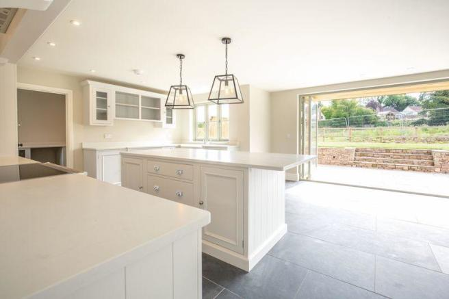 5 Bedroom Detached House For Sale In Fabulous House Near