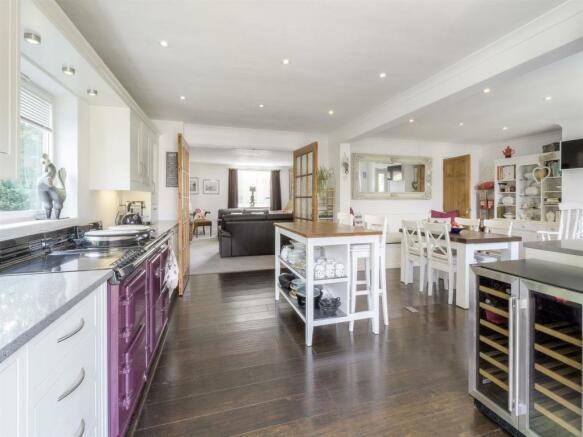 Kitchen-breakfast room (4).jpg