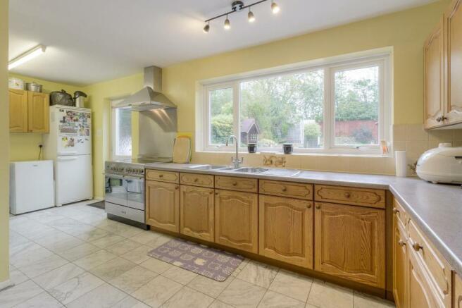 Kitchen-breakfast room (2).jpg