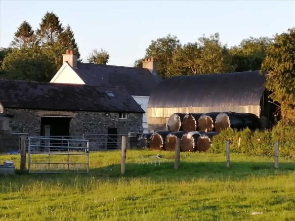 BARN / STABLES :