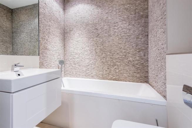 house. estate agency East Molesey bathroom