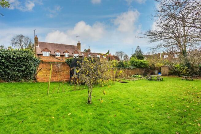 house. estate agency Milford secret garden