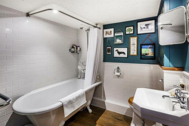 house. estate agency Milford bathroom