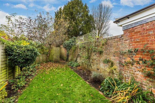 house. estate agency Milford garden