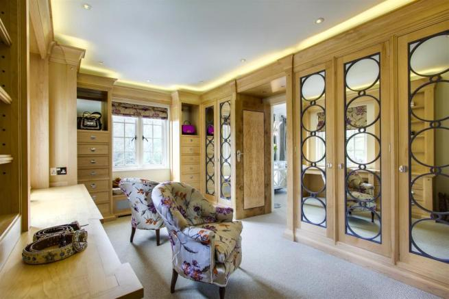 house. estate agency Dunsfold dressing room