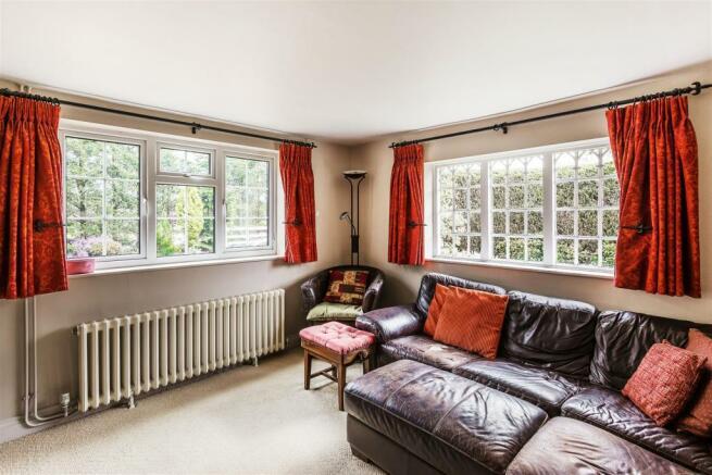 house. estate agency Ellens Green family room