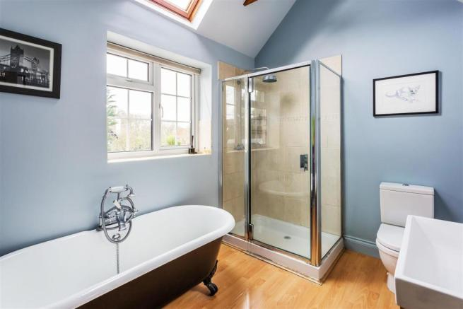 house. estate agency Ellens Green bathroom