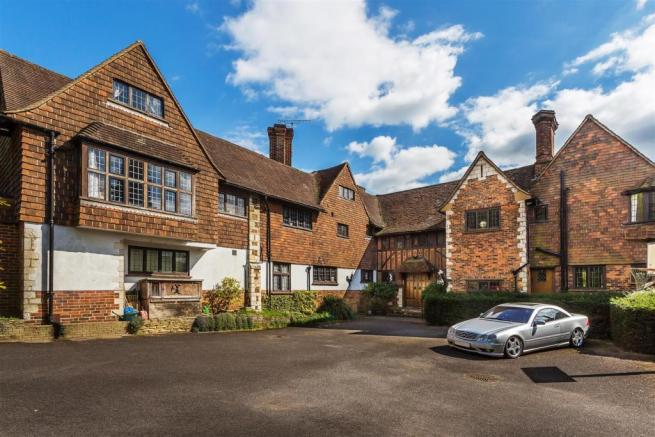 house. estate agency Leatherhea Oakwood Courtd