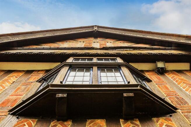 house. estate agency Leatherhead window