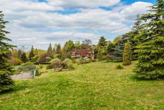 house. estate agency Leatherhead grounds