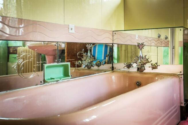 house. estate agency Leatherhead bathroom
