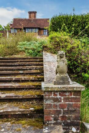 house. estate agency Leatherhead steps