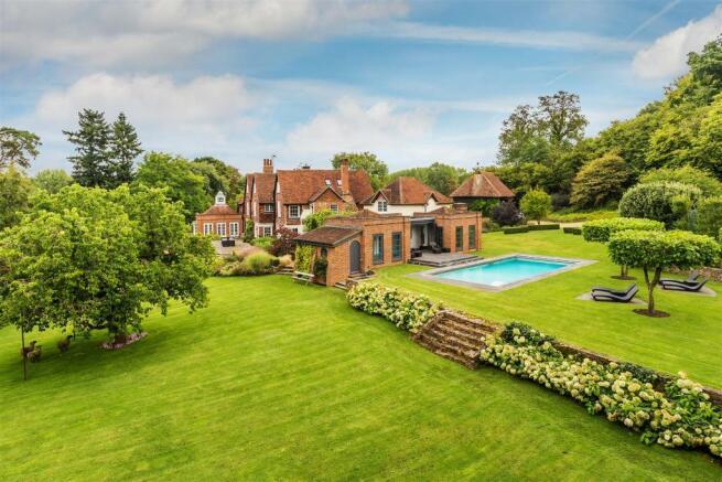 house. estate agency Bramley gardens