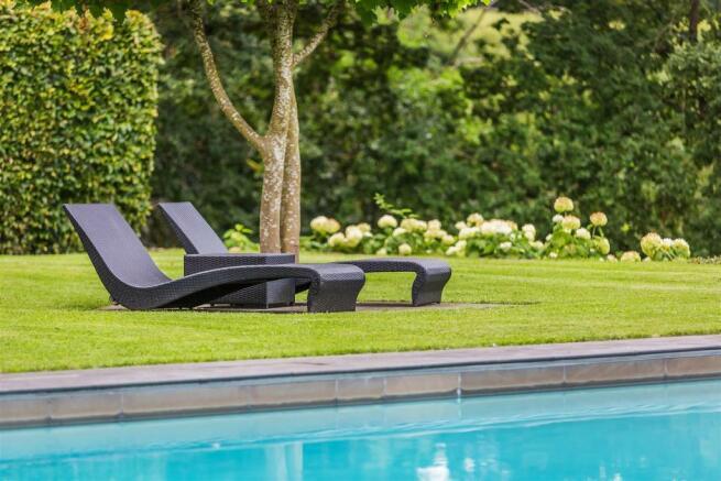 house. estate agency Bramley pool and garden