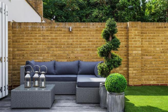 house. estate agency Thames Ditton decked area