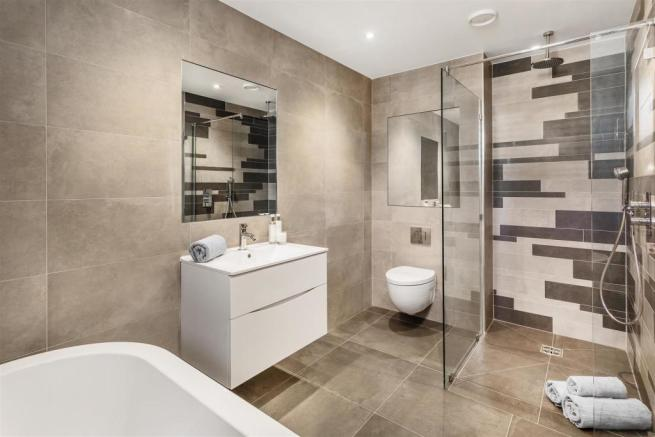 house. estate agency Thames Ditton master bathroom