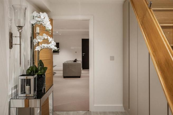 house. estate agency Thames Ditton hallway