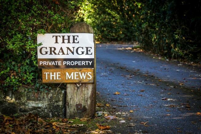 house. estate agency Frensham 7 The Grange