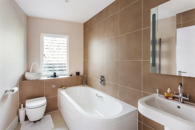 house. estate agency Guildford bathroom
