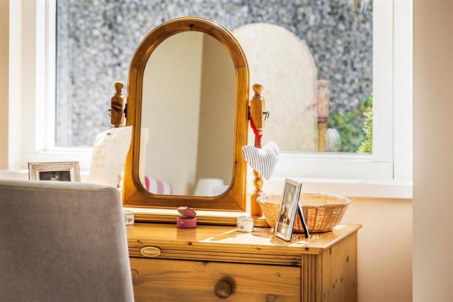 house. estate agency Guildford dressing table