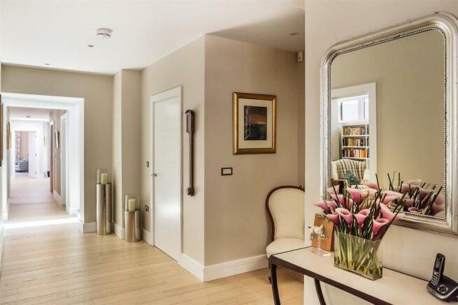 house. estate agency Guildford entrance hall