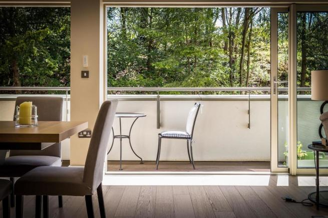 house. estate agency Guildford balcony