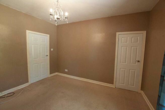 5Master bedroom (2)
