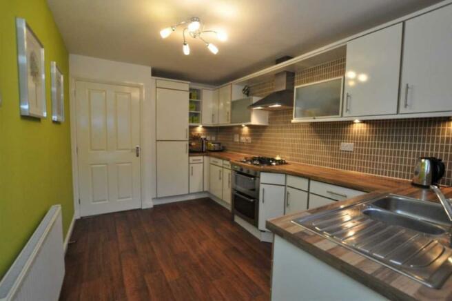 6 Kitchen (2).JPG
