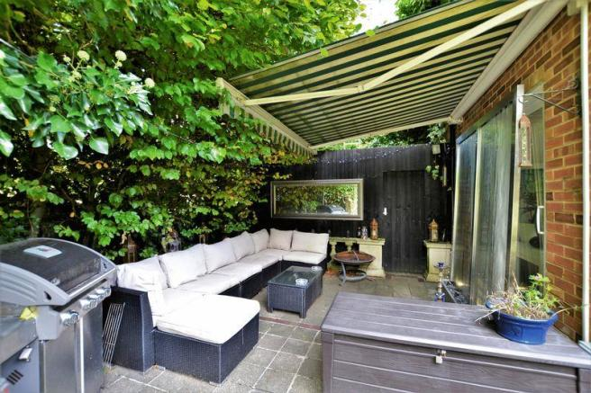 Garden Lounge ...