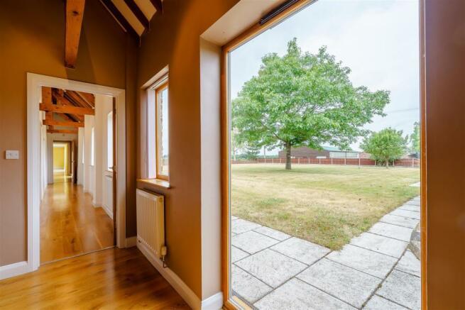 8420948-interior19.jpg