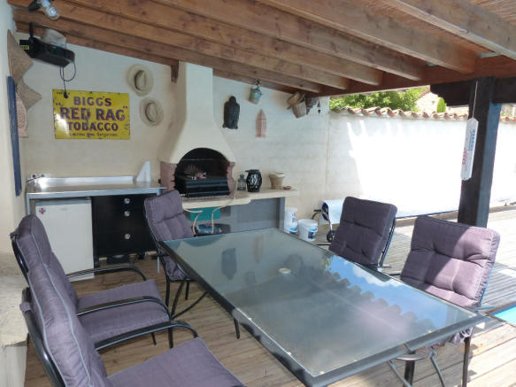 GUEST HSE BBQ AREA