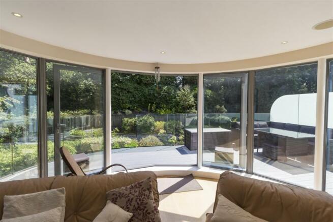 Lounge / Balcony
