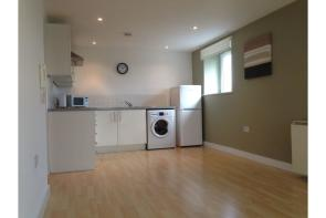 Photo of 31 Lakeside Rise, Manchester, M9