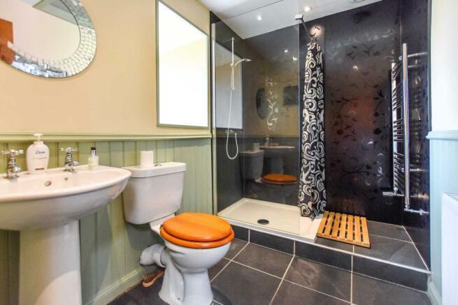 Somedale - Shower Room.JPG