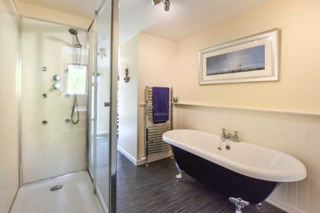Somedale - Bathroom.JPG
